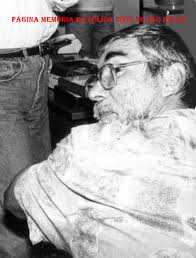 "Delegacia de Estelionato do DEIC, em 1982, Investigadores Volpe, o grande ""expert"" em crimes de estelionato Souza (de barba em primeiro plano) ""in memoriam"" e Douglas. O Delegado Titular era o Dr. Eduardo Halagge. https://www.facebook.com/MemoriaDaPoliciaCivilDoEstadoDeSaoPaulo/photos/a.1013664612089443.1073741897.282332015222710/1247525032036732/?type=3&theater"