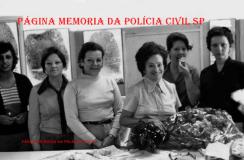 "Equipe do arquivo dactiloscópico do IIRGD, em 1.972. À partir da direita as Pesquisadoras Dactiloscópicas Maria Damas (posteriormente Investigadora), Iara Cantisani, Diretora Norma ""in memorian"", Marli, Lindalva e Telma (pouco tempo depois, as últimas duas passaram para Peritas Criminais). https://www.facebook.com/MemoriaDaPoliciaCivilDoEstadoDeSaoPaulo/photos/a.334989943290250.1073741838.282332015222710/438069722982271/?type=3&theater"