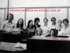 Arquivo dactiloscópico do IIRGD, em 1972. À partir da esquerda, Dorival, Eliana, Lindalva, Iara Cantisane, (?), Maria Silvia ,Telma ,Bida e Geni. Essa turma nossa era a mesma do Desembargador e Professor Antonio Carlos Marcato, que foi Dactiloscopista no IIRGD. https://www.facebook.com/MemoriaDaPoliciaCivilDoEstadoDeSaoPaulo/photos/a.334989943290250.1073741838.282332015222710/439001902889053/?type=3&theater