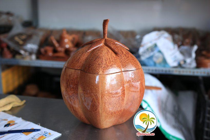 Vỏ Giữ Ấm Bình Trà Bằng Gỗ Dừa Hình Trái Khế