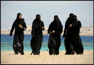 arab_girls_on_beach