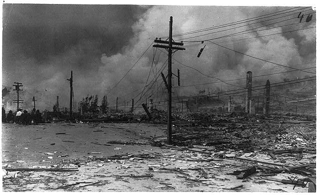 Ruins of earthquake and fire, San Francisco, Calif. 1906.  Photo by Arnold Genthe, 1906 (no. 40)  (Library of Congress)