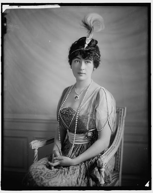 Mrs. Edward B.(Evalyn Walsh) McLean wearing the Hope Diamond (Library of Congress)