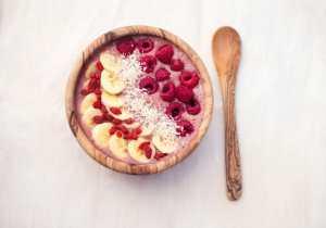 Raspberry Maca Smoothie Bowl