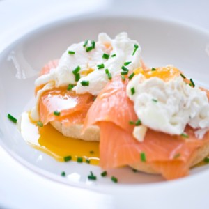 Poached Eggs with Cream Cheese and Smoked Salmon on English Muffins