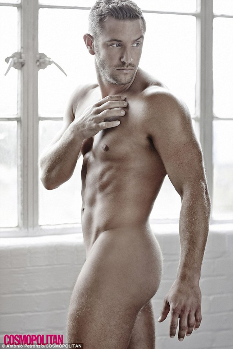 Elliott Wright strips naked for Cancer Research 1024