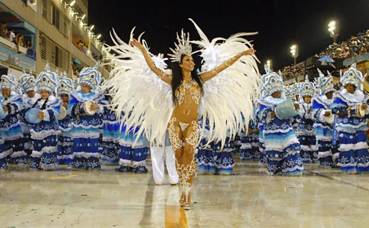Fabia_Borges_Drum_Queen_rocinha_2009_Carnival_parade_1000x
