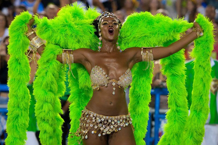 dancer-in-green-at-carnival-in-rio-1000x667