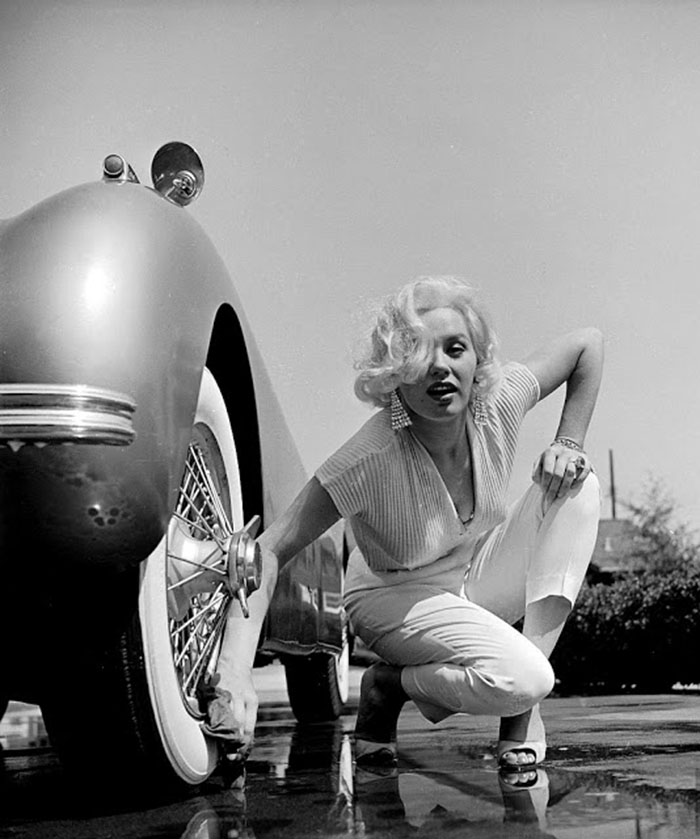 Mamie van Doren washing her Jaguar, photo by Loomis Dean, Los Angeles, 1954 900x
