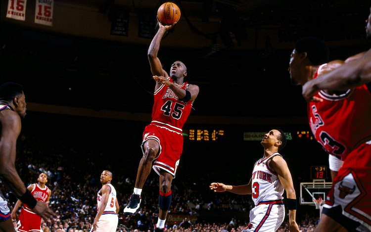1995: Michael Jordan #45 of the Chicago Bulls drives to the basket against John Starks of the New York Knicks during the NBA game at Madison Square Garden in New York City. NOTE TO USER: User expressly acknowledges and agrees that, by downloading and/or using this Photograph, User is consenting to the terms and conditions of the Getty Images License Agreement. Mandatory copyright notice and Credit: Copyright 2001 NBAE Mandatory Credit:Andy Hayt/NBAE/Getty Images