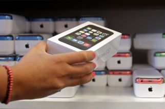 Apple Posts Surprising Fall in iPhone Sales