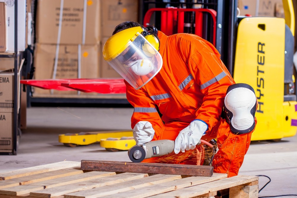 4 Points Show the Importance of Providing Safety Clothing to Employees