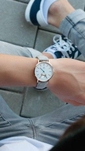 Stylische Herren Armbanduhr aus Filz der Marke Makelos aus Karlsruhe.
