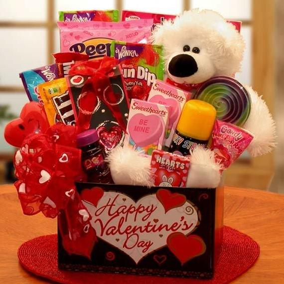 Cute Gift Ideas For Your Girlfriend To Win Her Heart Men