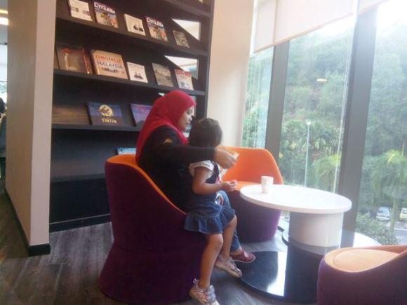 Mini library Qliq Hotel.