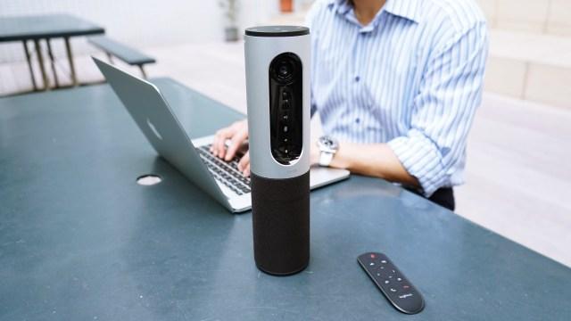 NASA大力推薦使用Logitech視訊會議系統,除了產品優質而且價錢合理外,產品的兼容性、穩定性及機動性亦是推薦原因。這款 Connect 就是針對 1 到 6 人的團隊而設,機身小巧易攜之餘,支援HD 1080p視訊、4倍數位變焦、360度音效以及無線螢幕鏡射投影等功能。此外,充電後可維持長達 3 小時的視訊通話,做為話筒擴音機,使用電池壽命更可達 15 小時。