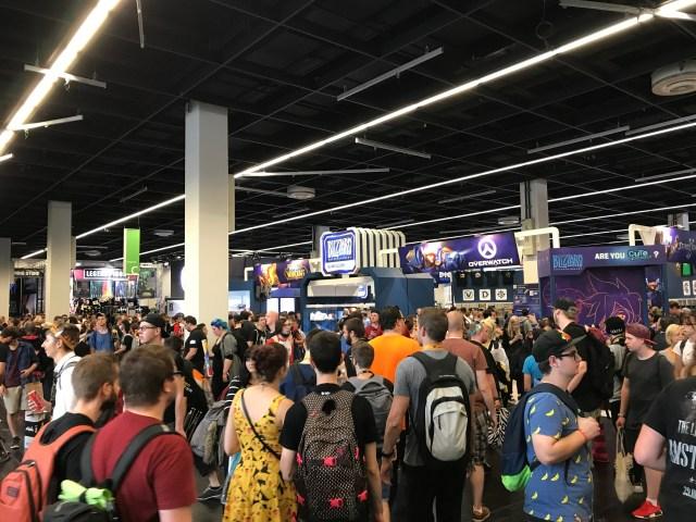 想買紀念品?Gamescom 有足足一個香港會展般大的場館,只賣商品,有花最少兩小時的準備吧。
