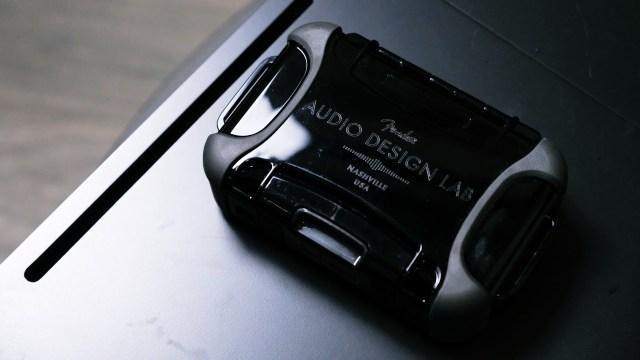 高階型號均會有硬質防水保護盒包裝,可以好好存放耳機及配件,相當豪華,不過帶出街不太方便,要為耳機好好挑選較便利的耳機盒