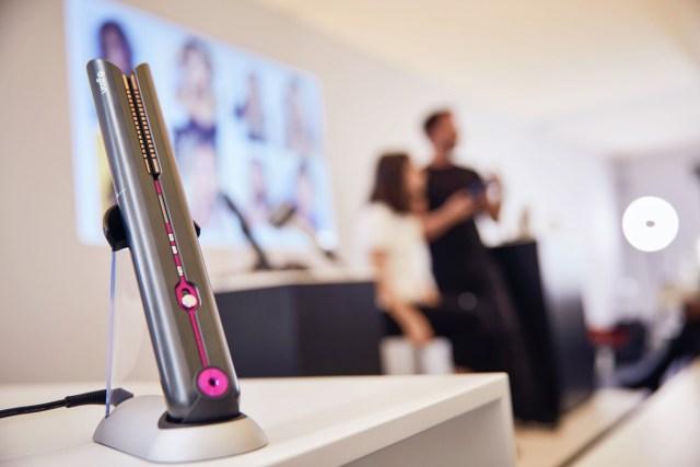Dyson Corrale 現已登陸香港,並由即日起接受網上預購,有桃紅色以及官網和體驗店獨家紫黑色可供選擇,售價為港幣3,980元