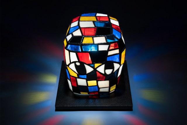 延伸藝術家標誌頭顱畫作,通過經典工藝品 Tiffany 燈形象而來的 BLOCKHEAD LAMP。