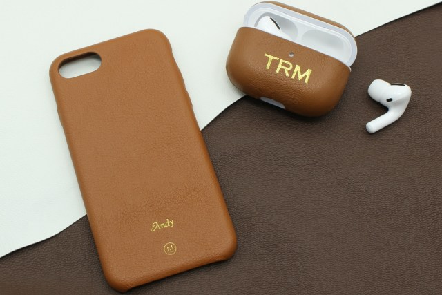 另外亦有「一人組合」iPhone保護殼 + AirPods保護套|定價hkd588