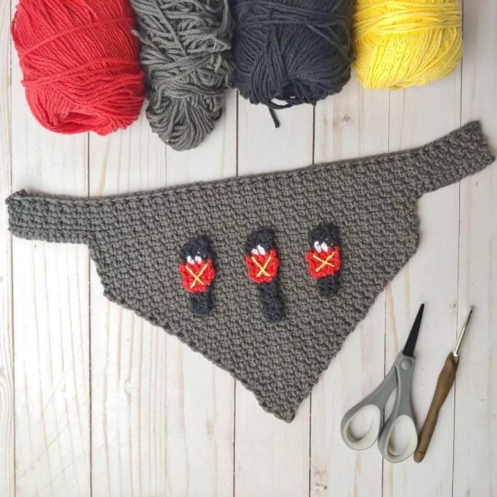 Easy crochet bandana bib pattern