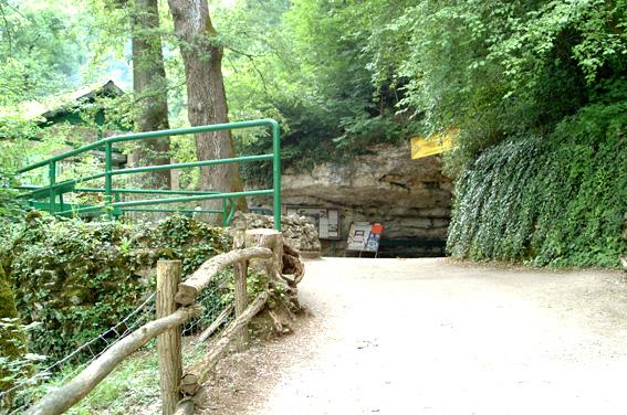Indgang til grotteområdet