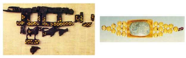 Til venstre rester af træmøbel med indlagte muslingeskaller (det kongelig palads). Til højre smykke fra den kongelige nekropolis.
