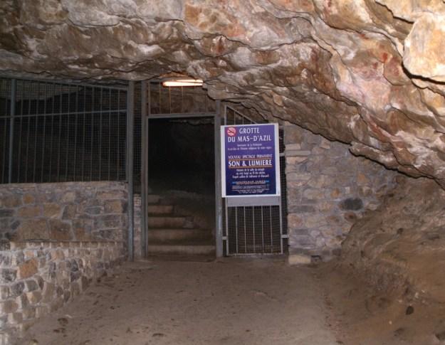 Indgang til den forhistoriske hule