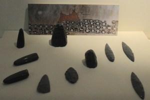 Redskaber af obsidian og afbildning af vulkanen, Catal Hüyük