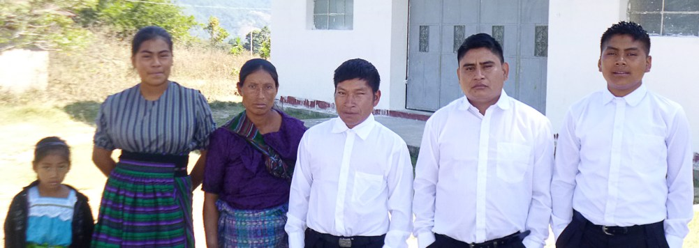 Three young people and one couple were baptized in San Bartolomé.