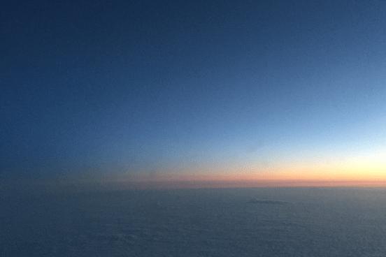 Sonnenaufgang aus dem Flugzeug betrachtet