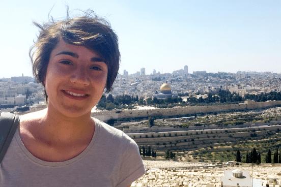 Jessica Balleer auf dem Ölberg mit Blick auf Jerusalem