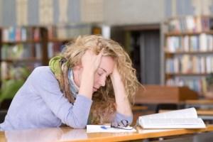 Hoofdpijn bij studeren overwerk
