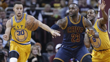 NBA YOU SUCK: Στα πόσα βήματα έχουμε traveling;