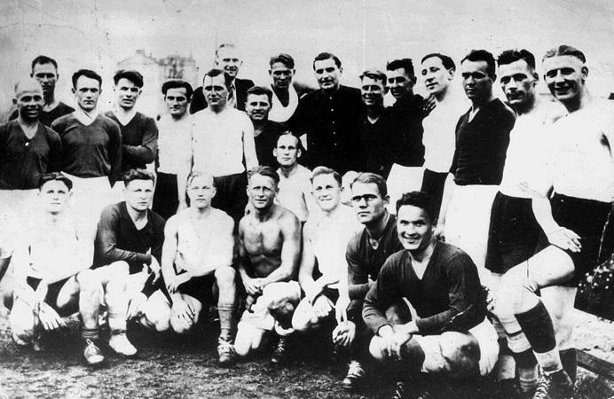 «Το χρώμα που δεν μπορεί να νικήσει ο Χίτλερ»: Η ομάδα που ταπείνωσε τον Αδόλφο (Pics)