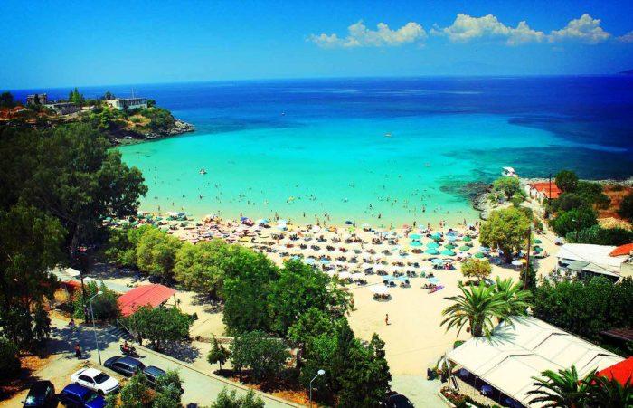 5 ελληνικές παραλίες που αλλοιώθηκαν από τον υπερβολικό κόσμο