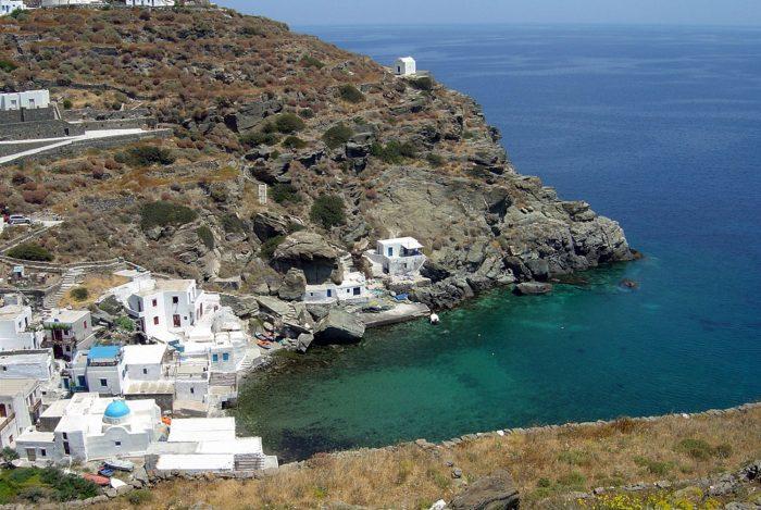 Τα τρία ελληνικά νησιά που έχουν «βουλιάξει» από Έλληνες φέτος