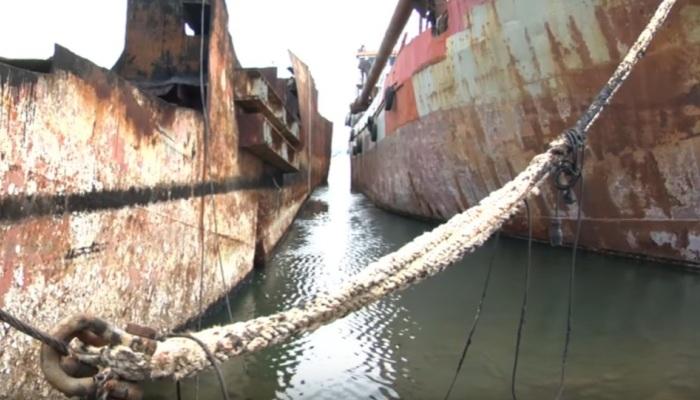 Τα πλοία-φαντάσματα στο μεγαλύτερο νεκροταφείο καραβιών στην Ελευσίνα