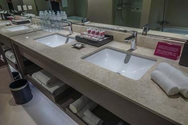 Crowne Plaza Bangkok review hotel room (5)