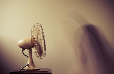 扇風機は補助で使う