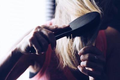 女性の抜け毛は40代で急増する