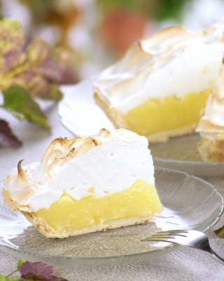 Meringue lemon pie