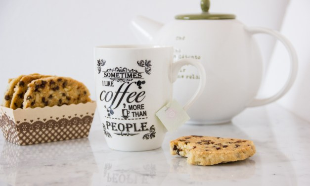 Cookies alle mandorle e gocce di cioccolato