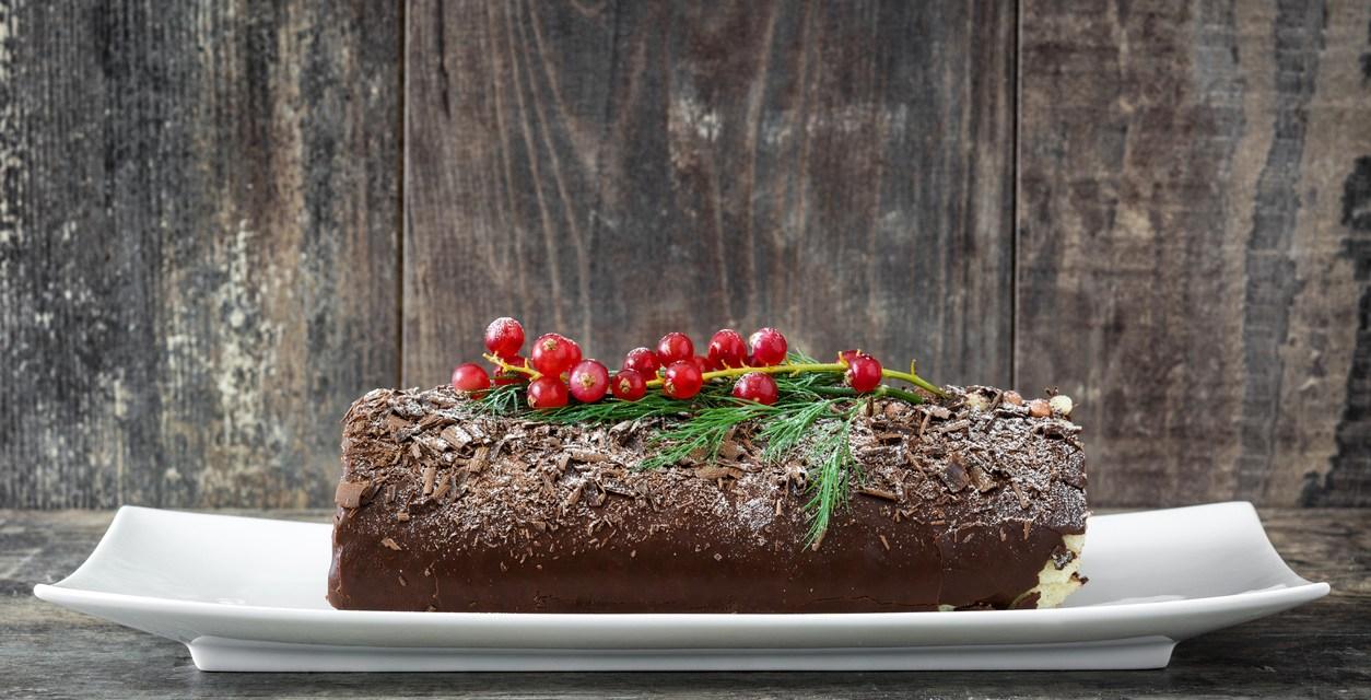 Tronchetto di Natale (Bûche de Noël): come decorarlo, come farcirlo e tutti i passi per realizzarlo