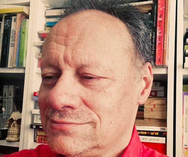 Una vida dedicada al conocimiento: licenciado en medicina y cirugía en la Universidad Autónoma de Madrid. Especialmente interesado en la mente humana lo que hizo que continuara estudiando psicoanálisis, en particular en la línea analítica.     Esta formación me acercó a la necesidad de conocer sobre las capacidades límites del cerebro y en particular la parapsicología, dedicando a su estudio durante muchos años, dentro de la Sociedad Española de Parapsicología y llegado a dar clases en la Universidad Complutense de Madrid a través de sus cursos de parapsicología científica patrocinados por dicha sociedad, siendo invitado y contertulio habitual en diferentes programas del misterio tanto de radio como de televisión y en el momento actual colaborador de la Escóbula de la Brújula (Podium Podcast) y en el Dragón Invisible (CMM radio)     Licenciado en medicina natural y homeopatía en la Universidad de Oporto, así como acupuntura en el centro Acupuntura de Madrid en colaboración con la embajada China.     A su vez, tener un gran interés por la capacidad creativa en el hombre que me llevaría a estudiar; diseño gráfico y publicitario (Centro de Estudios del video y de la imagen CEV), diseño por ordenador y comunicación corporativa (Tracor Center). rjerciendo de ilustrador médico, dibujante de cómics e ilustrador publicitario. Este proceso se complementaría con dibujos animados en Cruz Delgado Estudios, Estudios Castilla y Estudios Tutor, en Madrid. Todo ello me llevaría a dar clases de técnicas de creación en dibujo y cómic en las bibliotecas de la Comunidad de Madrid y academias de dibujo. Colaborador habitual de múltiples revistas en las que ejercía otra función de diseñador principalmente.