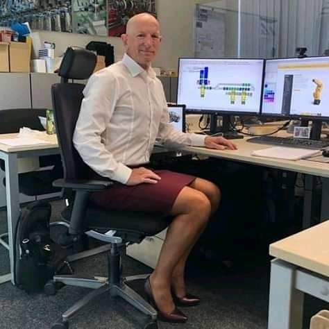 photos-of-man-who-wears-skirts-mentorslinks
