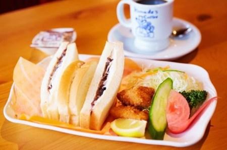 コメダ珈琲ランチプレート 「小倉ホイップサンド+新鮮サラダ+コメチキ2個」