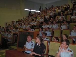 Курсанты академии МВД слушают Менякина