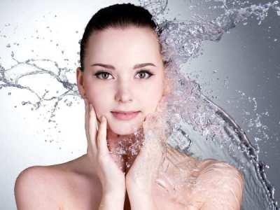 Có nên trang điểm khi da mặt bị mụn kéo dài không?
